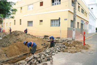 Obras na rua Dr. Monte ao lado da Pça. São João