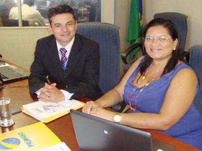 Juliana Araújo e o coordenador do PROTEJO, Neri da Costa, durante reunião, em Brasília.