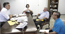 a reuniao aconteceu na sala do gabinete do prefeito